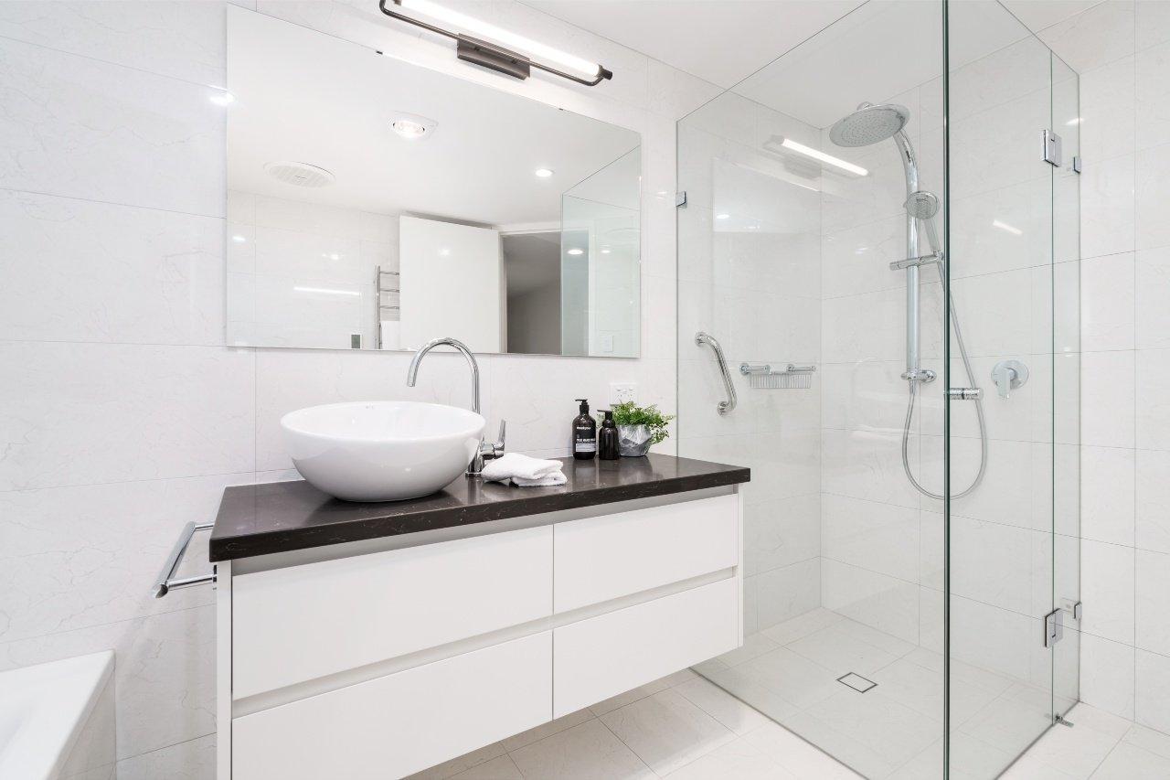 wymiana i montaż kabin prysznicowych