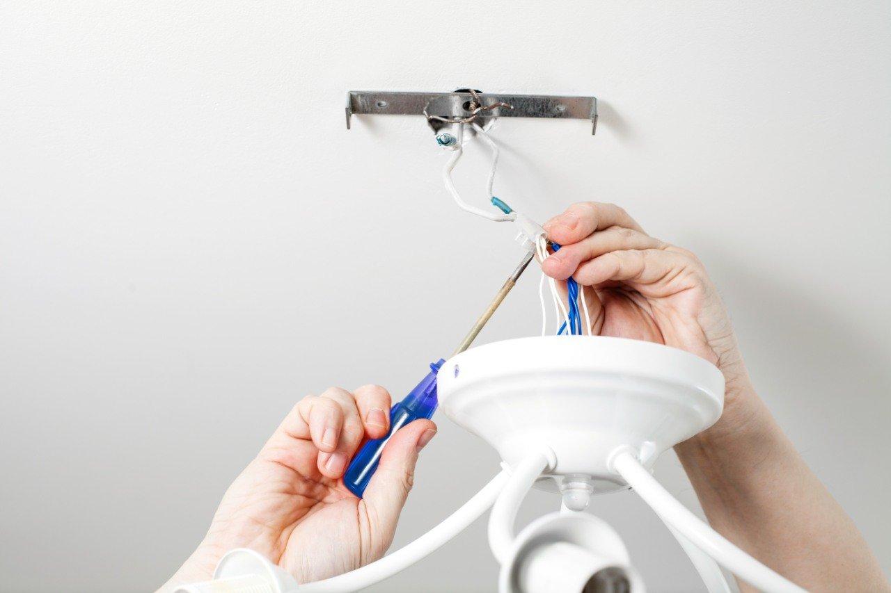 montaż i wymiana lamp