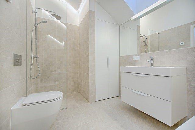 kabina prysznicowa we wnęce