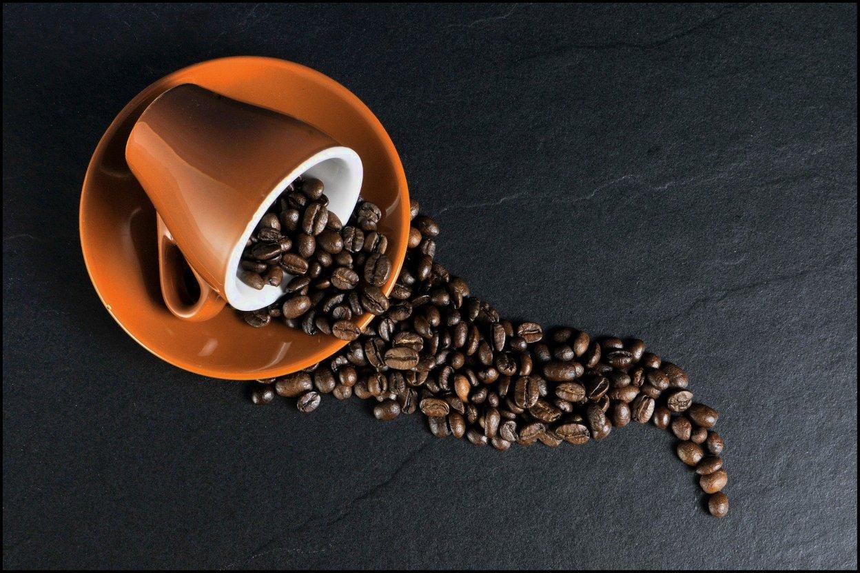 kwaśna kawa, kawa z ekspresu jest kwaśna, dlaczego kawa z ekspresu jest kwaśna, jak usunąć kwaśny posmak kawy