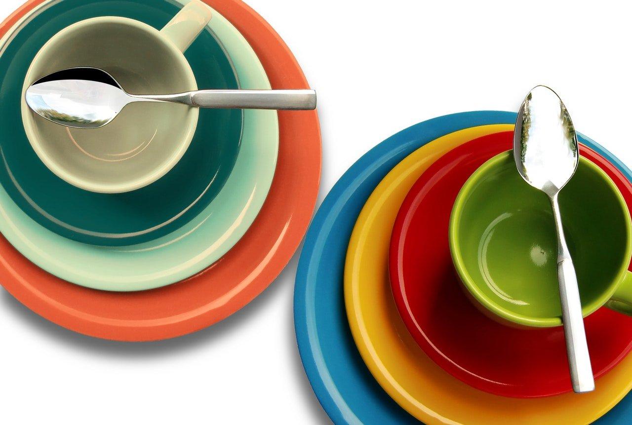 plamy na naczyniach po zmywaniu