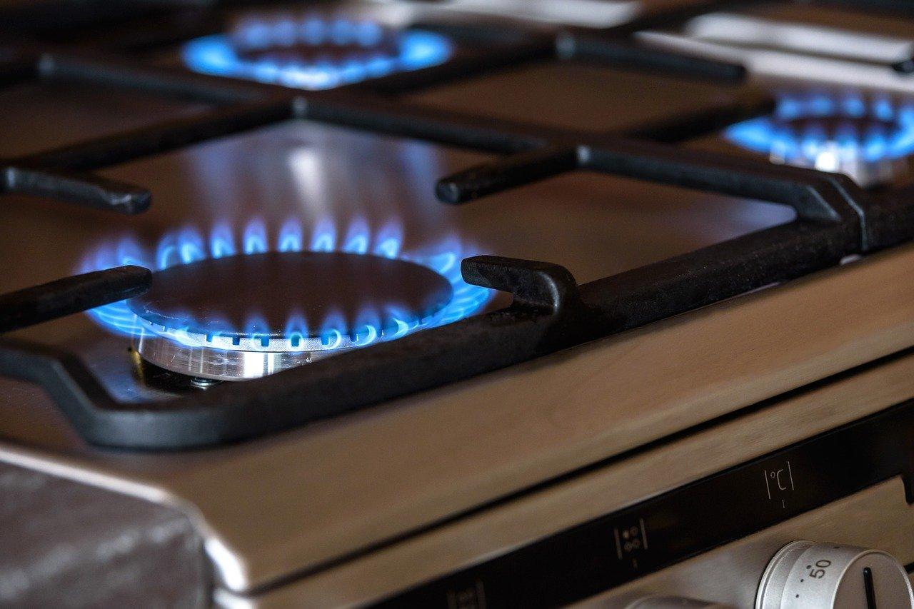 Jak umyć ruszt kuchenki? Jak umyć ruszt z kuchenki? Czym wyczyścić ruszt kuchenki gazowej i jak myć ruszt żeliwny? Jak czyścić ruszt sodą