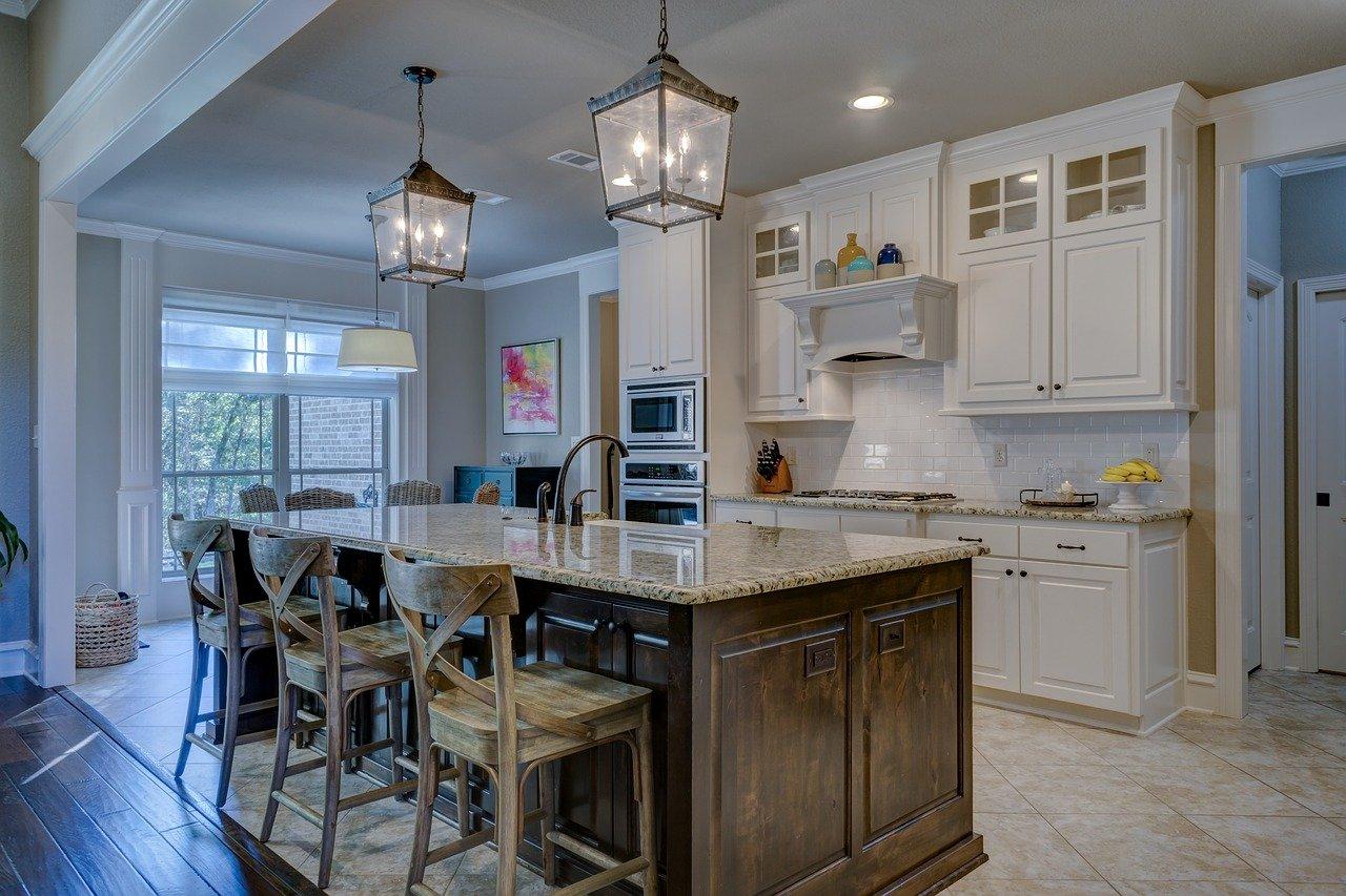 Dobre oświetlenie w kuchni, jakie lampy do kuchni, Jak rozmieścić oświetlenie w kuchni, Oświetlenie w kuchni nowoczesnej, lampy wiszące do kuchni, Oświetlenie wyspy kuchennej, Oświetlenie do małej kuchni, oświetlenie do kuchni nowoczesnej